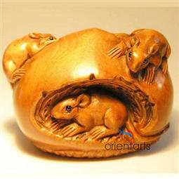 Boxwood Netsuke Rats Eating Bun